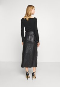 Topshop - LEAT WRAP PENCIL - Pencil skirt - black - 2
