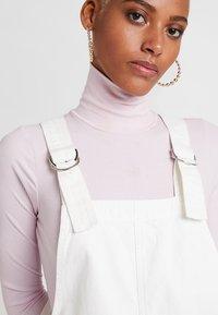 Topshop - RING PINI - Denimové šaty - white - 5