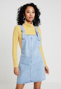 Topshop - RING PINI - Vestito di jeans - blue denim - 0