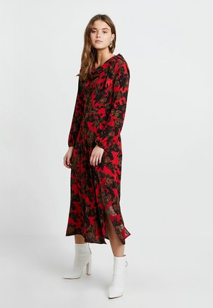 RED ROSE CUT TIE NECK - Robe longue - red