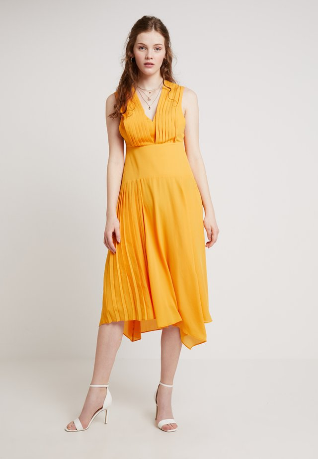 PLEATED PINI - Cocktailklänning - marigold