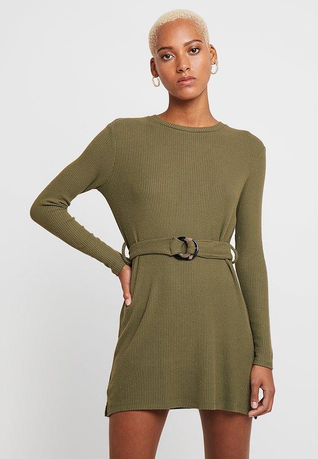 CUT AND SEW BELTED MINI - Stickad klänning - khaki