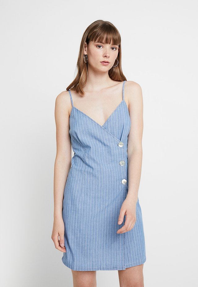 STRIPE CAMI DRESS - Vestido vaquero - blue denim