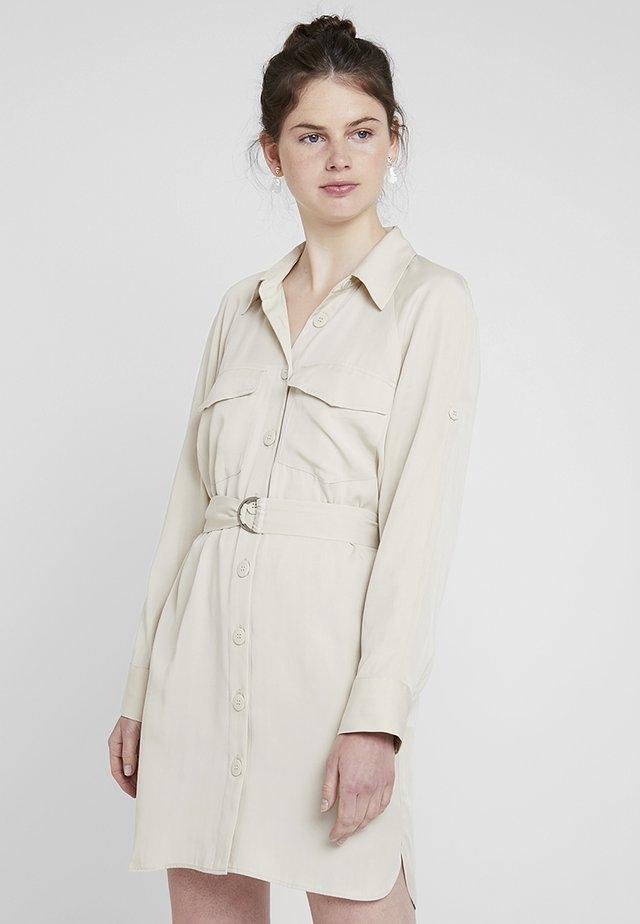 UTILITY MINI DRESS - Skjortklänning - stone