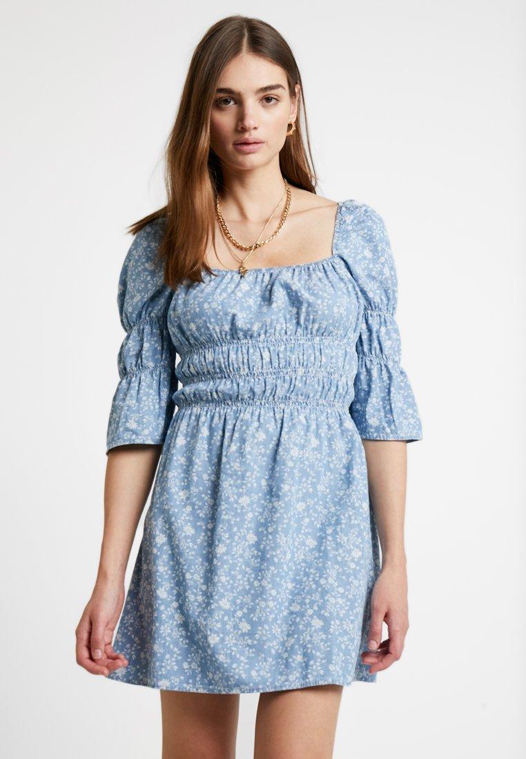 Topshop - PRINTED SHIRED DRESS - Jeanskleid - light blue