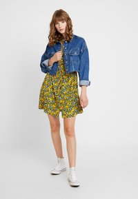 Topshop - FLORAL PLEAT TRIM MINI - Abito a camicia - yellow - 2
