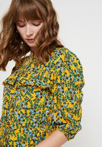 Topshop - FLORAL PLEAT TRIM MINI - Abito a camicia - yellow - 4