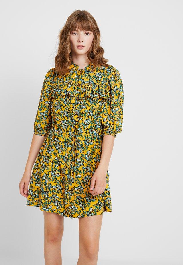 FLORAL PLEAT TRIM MINI - Vestido camisero - yellow