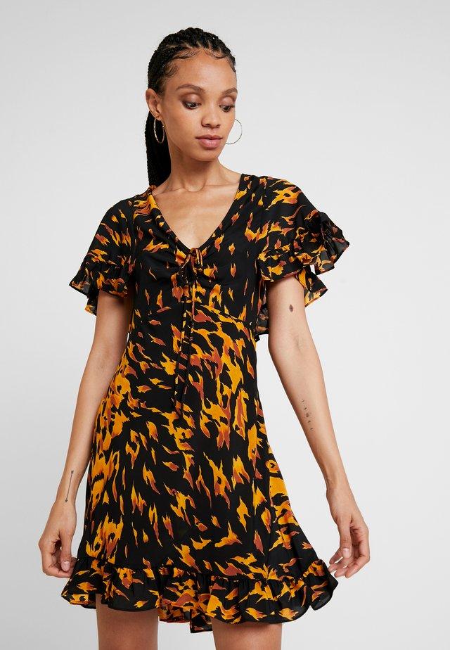 FLAME TEADRESS - Vestido informal - black/orange