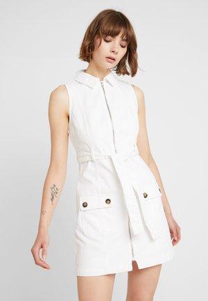 Denimové šaty - white