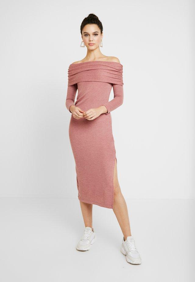 CUT AND SEW BARDOT DRESS - Stickad klänning - blush