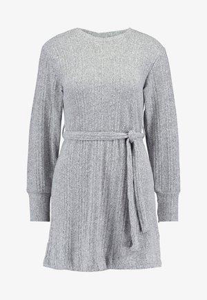 CUT AND SEW MINI - Pletené šaty - grey