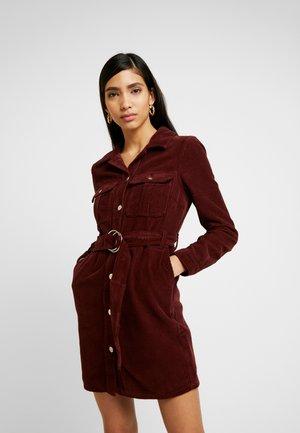 BUTTON THROUGH DRESS - Vestido camisero - wine
