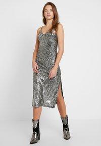 Topshop - SEQUIN DRESS - Vestido de cóctel - silver - 2
