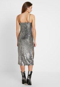 Topshop - SEQUIN DRESS - Vestido de cóctel - silver - 3