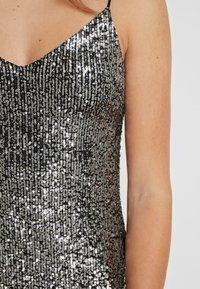 Topshop - SEQUIN DRESS - Vestido de cóctel - silver - 6