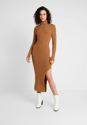 ROLL NECK DRESS - Stickad klänning - camel