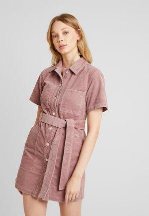 SHIRT DRESS - Vestido camisero - pink