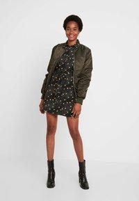 Topshop - SPOT DRESS - Vestido camisero - mustard - 2
