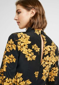 Topshop - ORIENTAL BLOOM - Robe d'été - black - 6