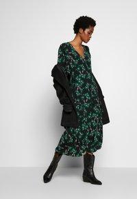 Topshop - NEW TWIST AUSTIN - Robe d'été - green - 1