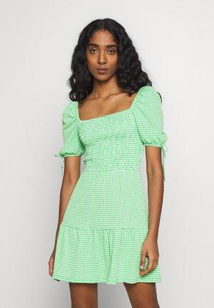 GINGHAM SHIRRED TEA DRESS - Vestido informal - green
