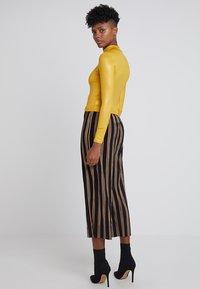 Topshop - SHINY FUNNEL - Langærmede T-shirts - mustard - 2