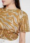 Topshop - CAMO TIGER - T-Shirt print - orange