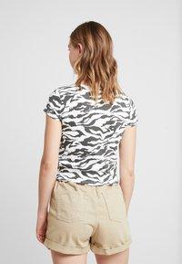 Topshop - TIGER PRINT - Camiseta estampada - white/anthracite - 2