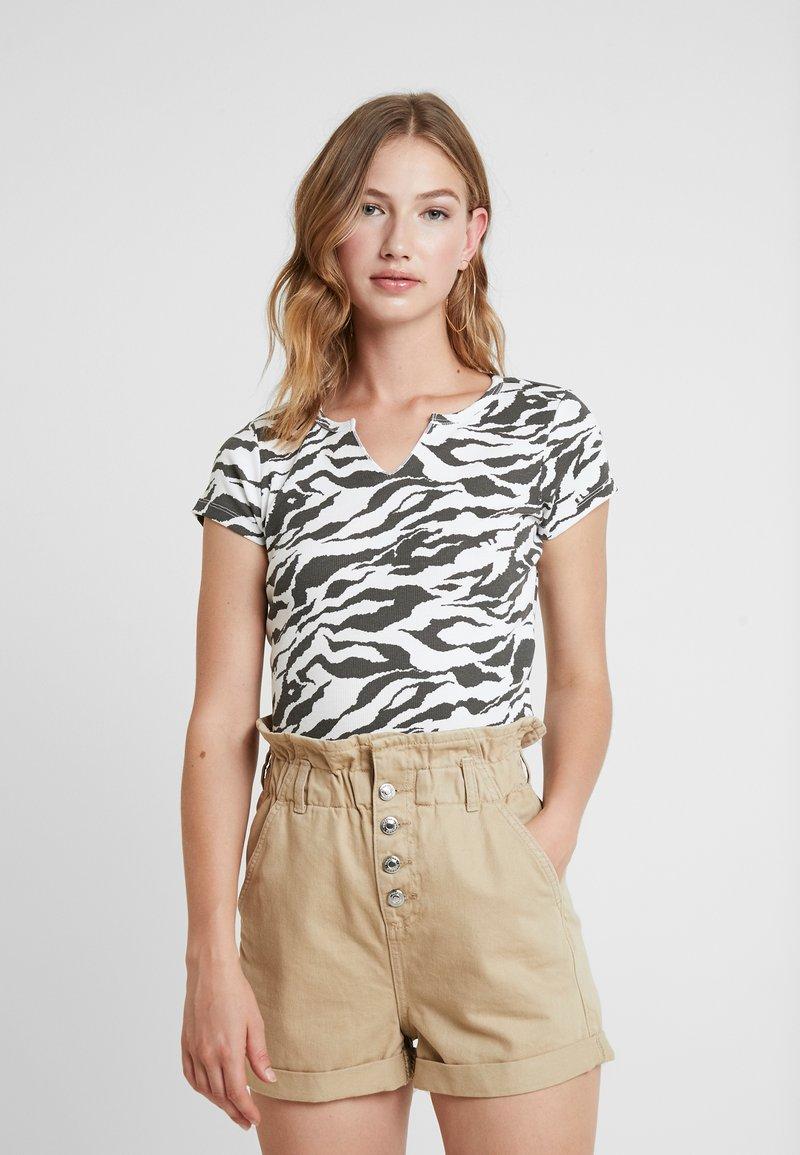 Topshop - TIGER PRINT - Camiseta estampada - white/anthracite