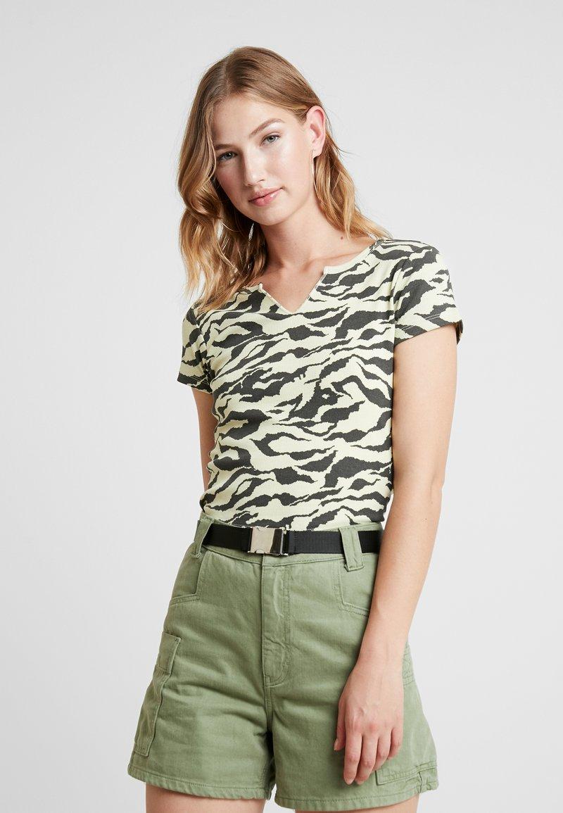 Topshop - TIGER PRINT - T-Shirt print - yellow