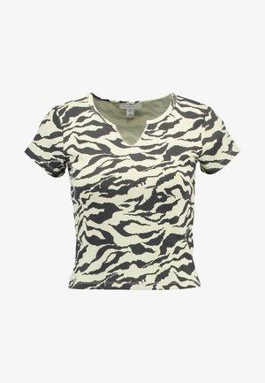 TIGER PRINT - Print T-shirt - yellow