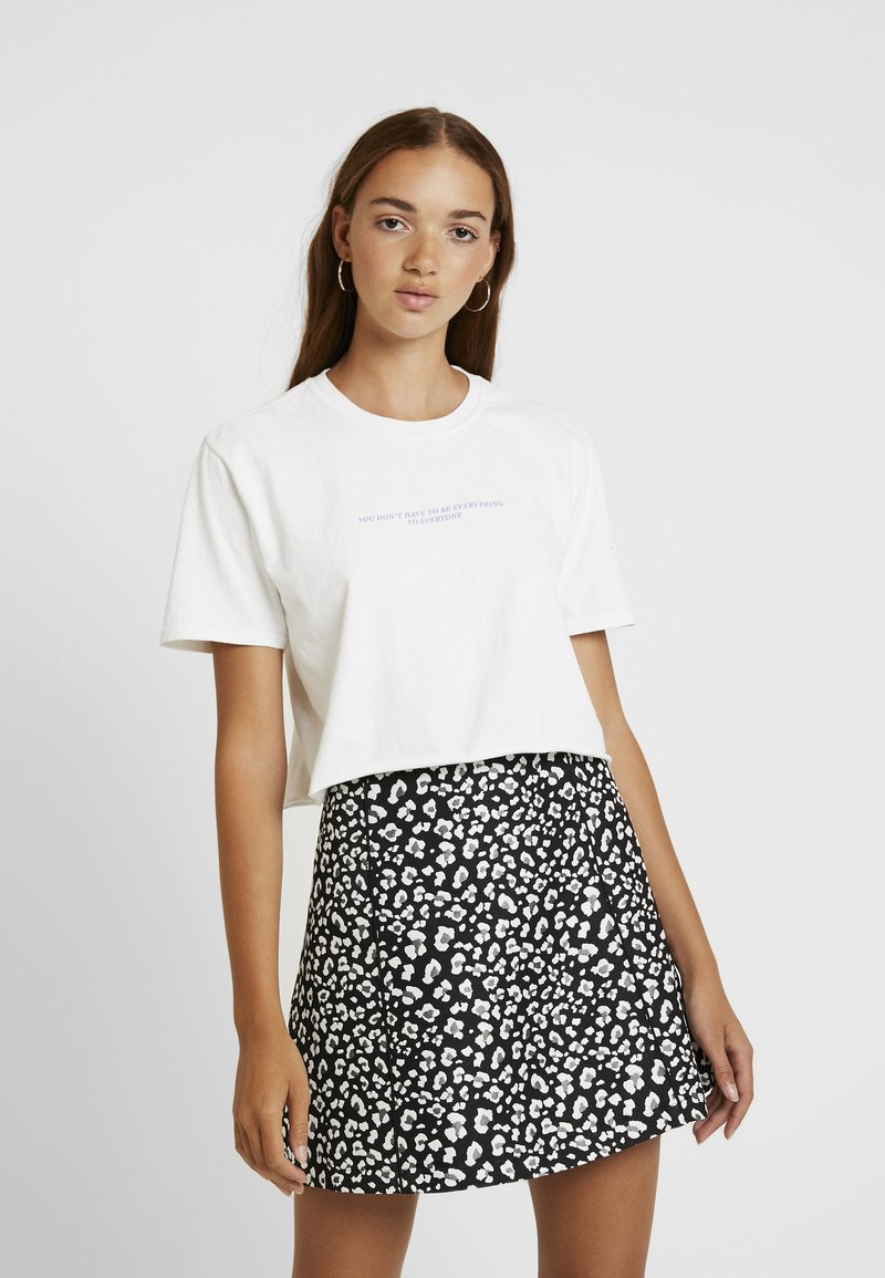 Topshop - EVERYTHING CROP TEE - T-shirts print - white