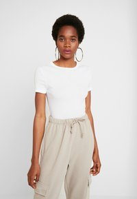 Topshop - EVERYDAY TEE 3 PACK - T-shirt imprimé - black/white/grey - 2