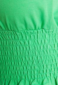 Topshop - SHIRRED WAIST PUFF - T-shirt med print - green - 2