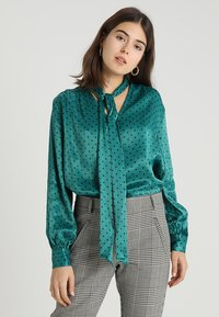 Topshop - SPOT PUSSYBOW BLOUSE - Blouse - green - 0