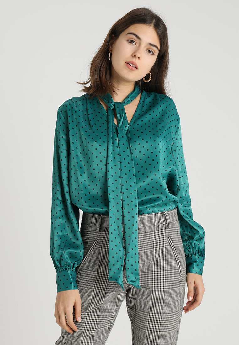 Topshop - SPOT PUSSYBOW BLOUSE - Blouse - green