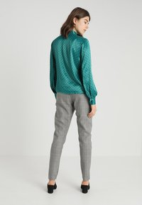 Topshop - SPOT PUSSYBOW BLOUSE - Blouse - green - 2