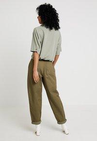 Topshop - DANI KNOT FRONT - Overhemdblouse - khaki - 2