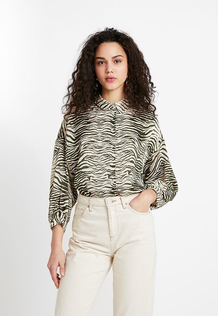 Topshop - ZEBRA PRINT - Camisa - khaki