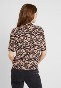 Topshop - PALM BOWLER - Chemisier - pink - 2