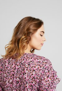 Topshop - DITSY FLORAL FRILL - Pusero - pink - 3