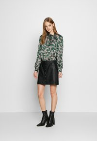 Topshop - ORIENTAL PUSSYBOW - Blouse - green - 1