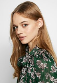 Topshop - ORIENTAL PUSSYBOW - Blouse - green - 3