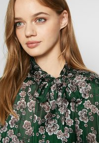Topshop - ORIENTAL PUSSYBOW - Blouse - green - 5