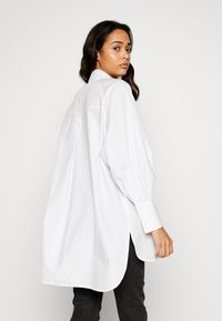 Topshop - OVERSIZED POPLIN UPDATE - Blouse - white - 2