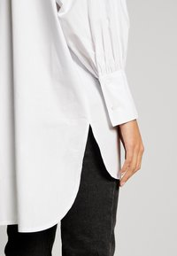 Topshop - OVERSIZED POPLIN UPDATE - Blouse - white - 5