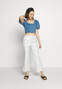 Topshop - STRETCH SELF BUTTON CROP - Camicetta - blue denim - 1