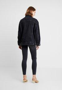 Topshop - DAD - Veste en jean - black denim - 2