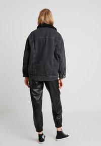 Topshop - BORG LINED DAD - Denim jacket - black - 2